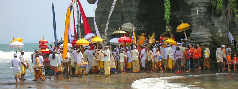 Ceremony in Tanah Lot